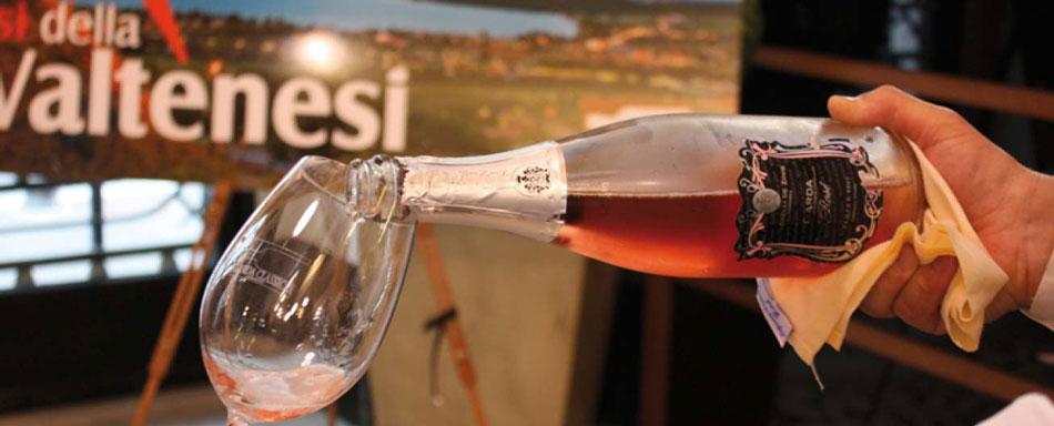 Italienischen Sekte aus dem Weinkeller De Zinis Garda Bresciano